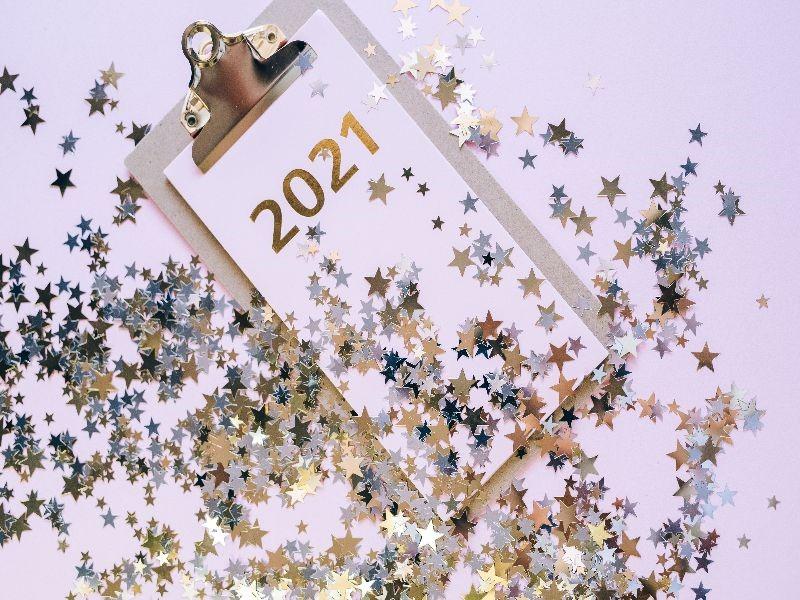 2021 photo with confetti